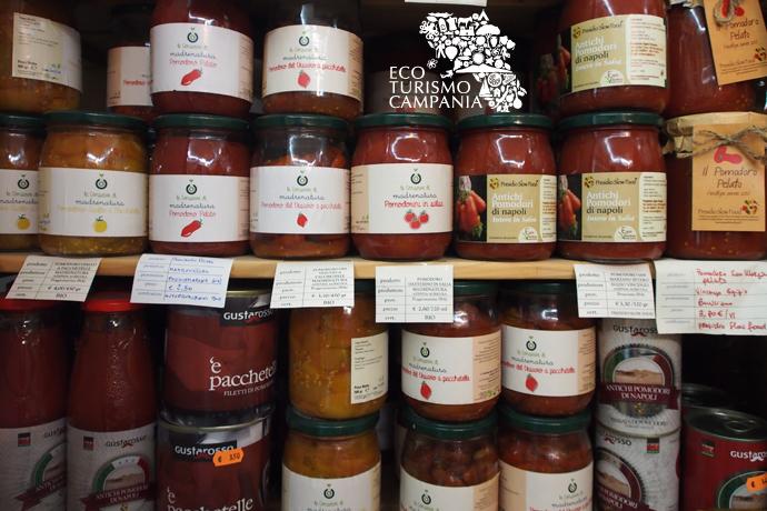 Le conserve di pomodori biologici di Madre Natura (ph Gianfranco Adduci)