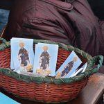 I parrocchiani della Chiesa di San'Antonio a Cicciano raccolgono le offerte in occasione della festa (ph Martina D'Amodio)