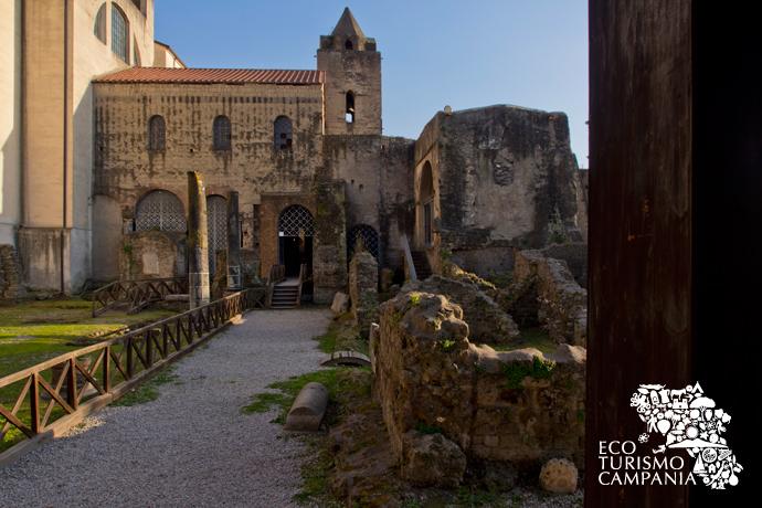 La Basilica di San Felice nel complesso archeologico di Cimitile (ph Gianfranco Adduci)