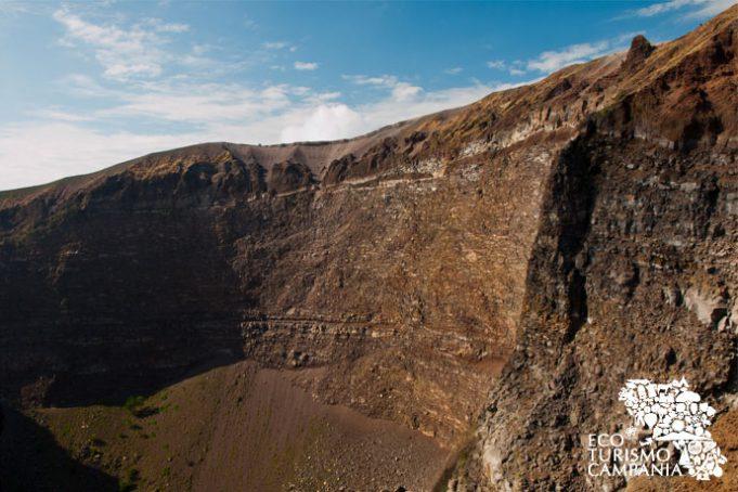 Una parete del cratere del Vesuvio (ph Gianfranco Adduci)