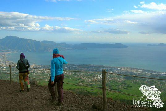 La penisola sorrentina e Capri visti dal Vesuvio (ph Gianfranco Adduci)