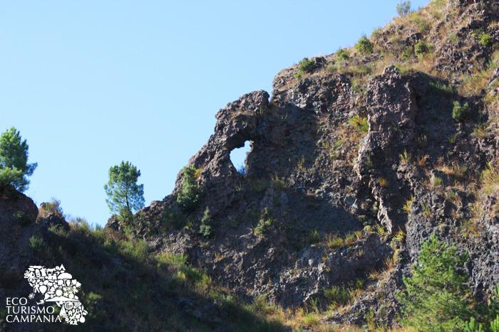 L'occhio del diavolo, Valle dell'Inferno, Vesuvio - Monte Somma (ph Umberto Saetta)