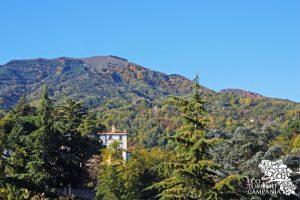 Il Palazzo Mediceo di Ottaviano tra i boschi del Monte Somma, nel Parco Nazionale del Vesuvio