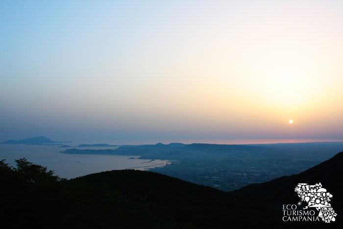 Panorama del Golfo di Napoli dalla vetta del Monte Somma (ph Umberto Saetta)