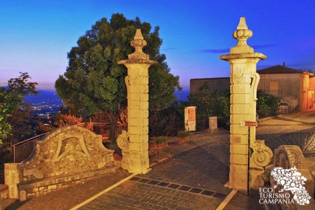 La Porta di San Bartolomeo, storico ingresso al borgo di Montefusco (ph Gianfranco Adduci)