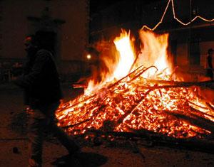 Il focarone della Festa de lo Fuoco a Lioni