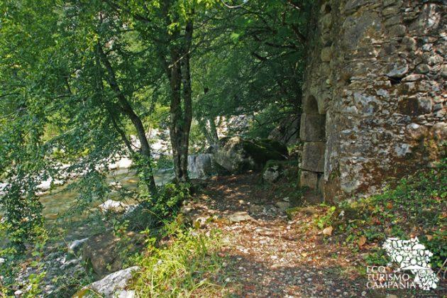 Il vecchio mulino di Sacco presso le sorgenti del Sammaro (ph Gianfranco Adduci)