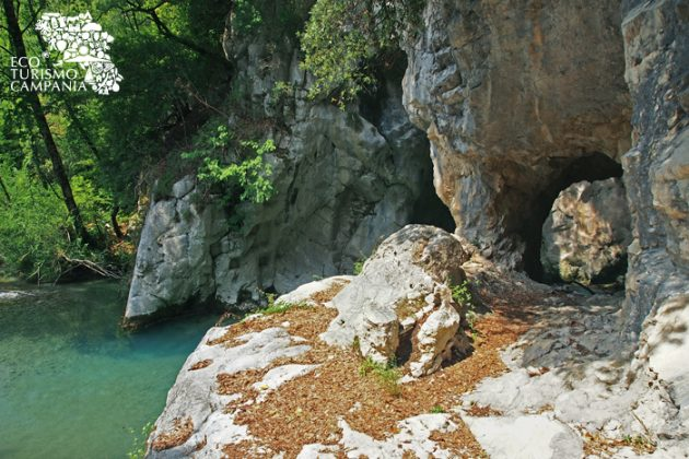 Il portale naturale che conduce alla forra del Sammaro (ph Gianfranco Adduci)