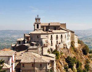 Il borgo irpino di Castelvetere sul Calore