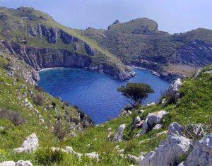 La Baia di Ieranto nella riserva di Punta Campanella