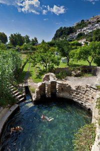 Uno dei laghetti delle terme romane di Baia