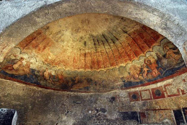 Fregio con Nereidi e Tritoni negli scavi di Somma Vesuviana