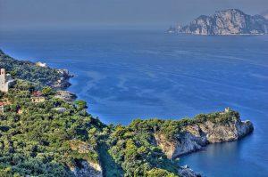Panorama di Punta Campanella e Capri (foto di Chris Battaglia)
