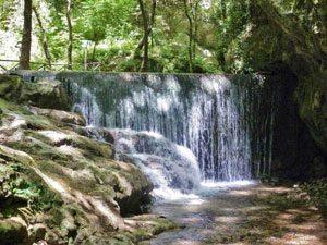 Una delle cascate nella Valle delle Ferriere (foto di Cartotrekking)