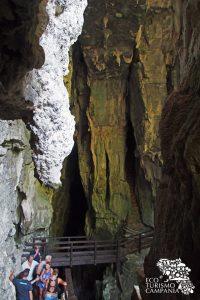 L'ingresso alle Grotte del Bussento nell'Oasi di Morigerati (ph Gianfranco Adduci)