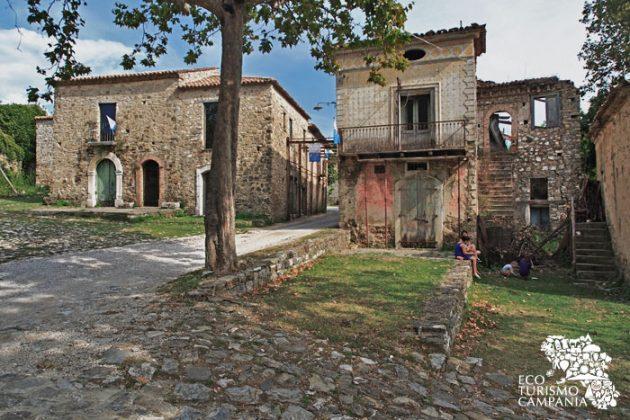 La bottega dei generi alimentari a Roscigno vecchia (foto di Gianfranco Adduci)