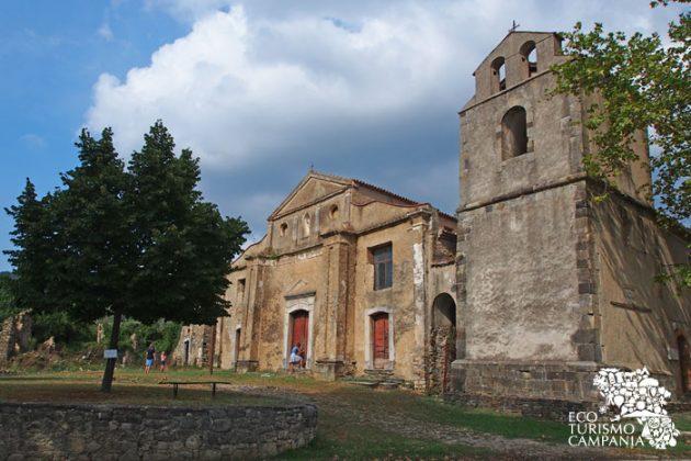 La Chiesa di San Nicola di Bari a Roscigno vecchia (foto di Gianfranco Adduci)