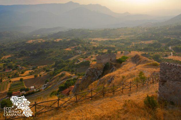 Tramonto sui Monti Alburni da Caggiano (ph Gianfranco Adduci)