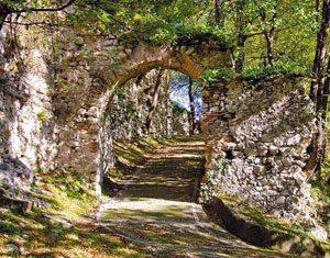 Castello di Serino, sentiero Canale