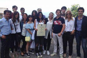 I ragazzi del Liceo Artistico del Suor Orsola Benincasa con il premio Giovani della Campania per l'Europa