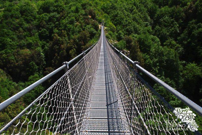 Il Ponte Tibetano di Laviano (ph Gianfranco Adduci)