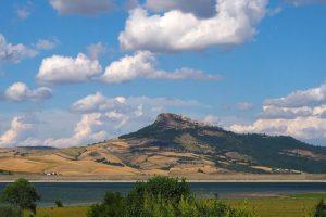 Borgo di Cairano e Lago di Conza