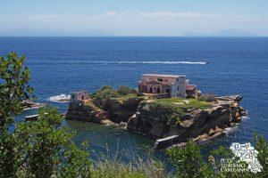 Gaiola, isolotto nell'area protetta (ph Gianfranco Adduci)
