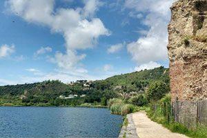 Sulle rive del Lago d'Averno a Pozzuoli