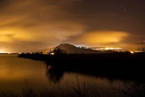 Il lago di Conza di notte