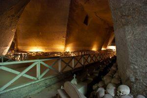 Navata del Cimitero delle Fontanelle a Napoli