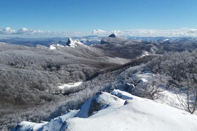 Panorama Alburni innevati (foto di Alburni Trekking)