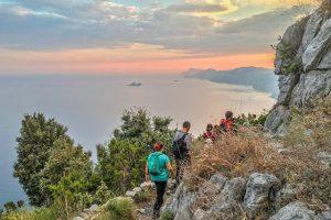 trekking al tramonto sul Sentiero degli Dei