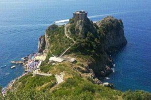 Il Capo di Conca dei Marini con la torre