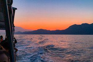 in barca al tramonto in Costiera Amalfitana