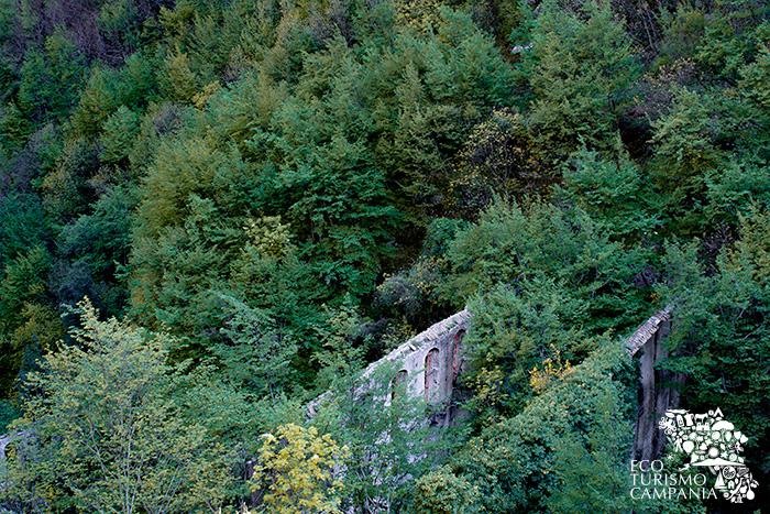 Ruderi della cartiera Lucibello, cartiera a ponte nella Valle dei Mulini ad Amalfi (ph Gianfranco Adduci)