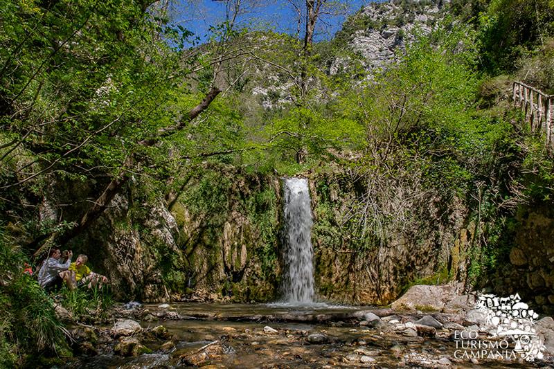 Cascata nei pressi dei ruderi della ferriera della Repubblica di Amalfi (ph Gianfranco Adduci)