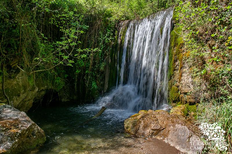 Cascata nei pressi dell'antica ferriere del Ducato di Amalfi (ph Gianfranco Adduci)