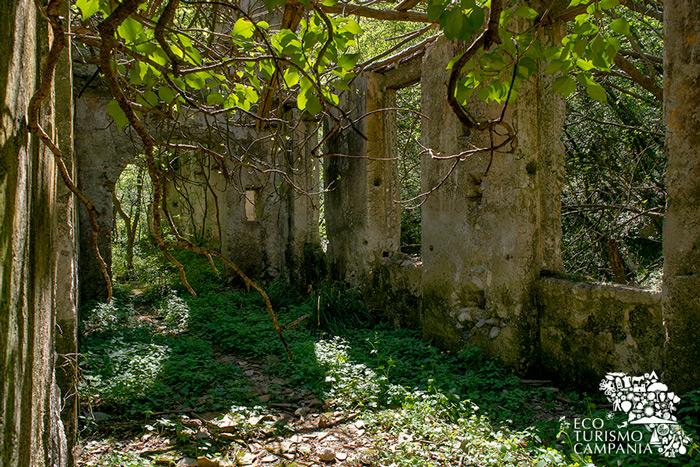 Resti di un cartiera nella Valle dei Mulini ad Amalfi (ph Gianfranco Adduci)