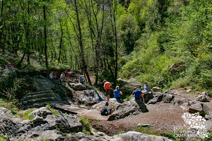 Trekking nella Valle delle Ferriere lungo il torrente Canneto (ph Gianfranco Adduci)