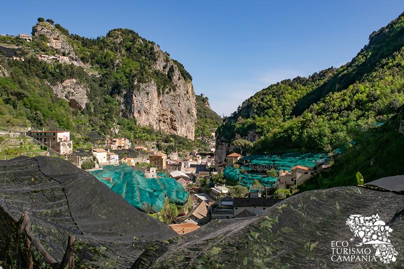 Panorama della valle dei Mulini ad Amalfi con la Torre dello Ziro (ph Gianfranco Adduci)