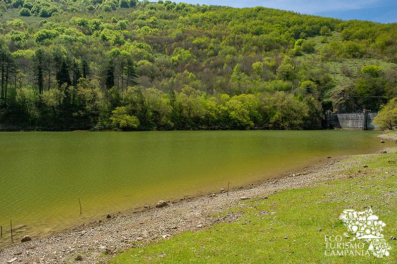 La diga sul lago di Letino(ph Gianfranco Adduci)